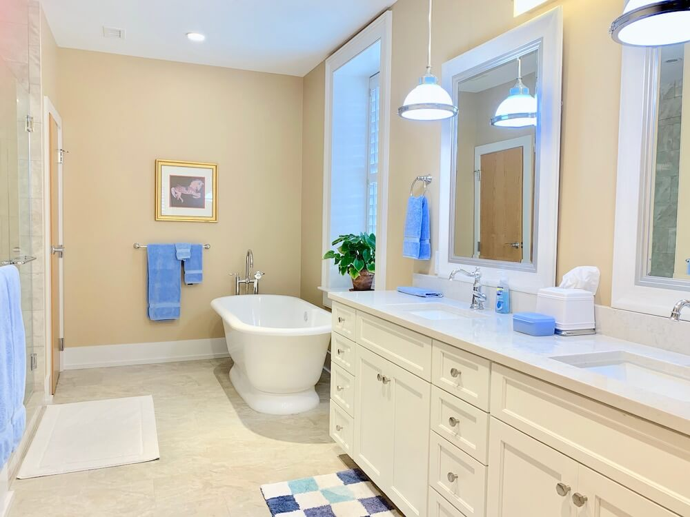 Suite 200 - Master Bathroom