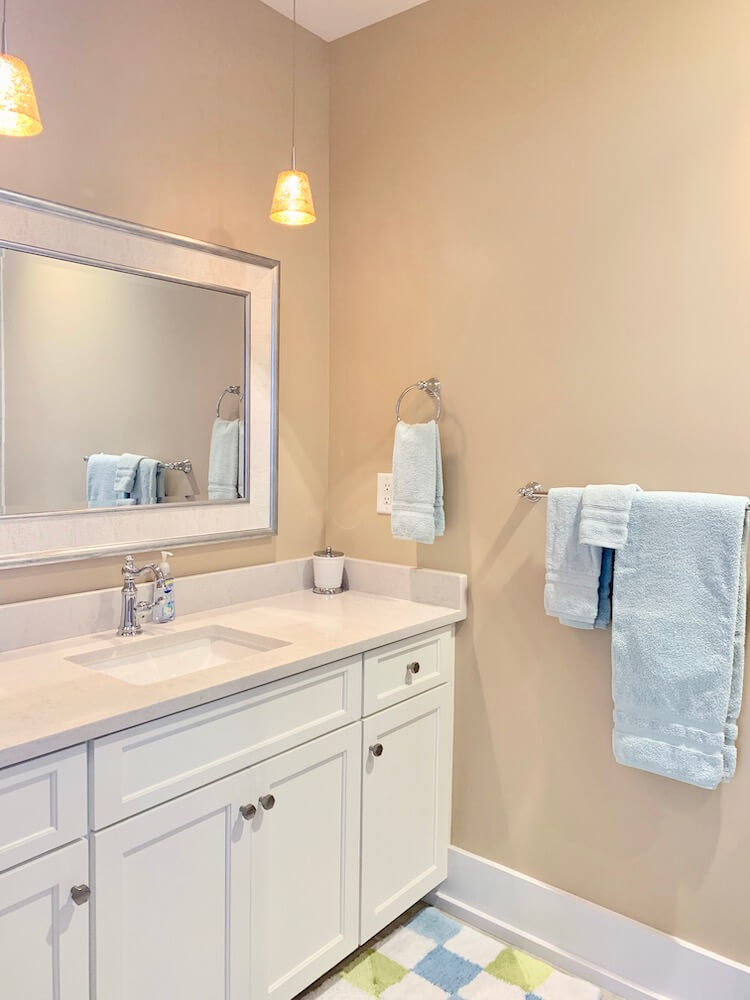 Suite 200 - Second Master Bathroom
