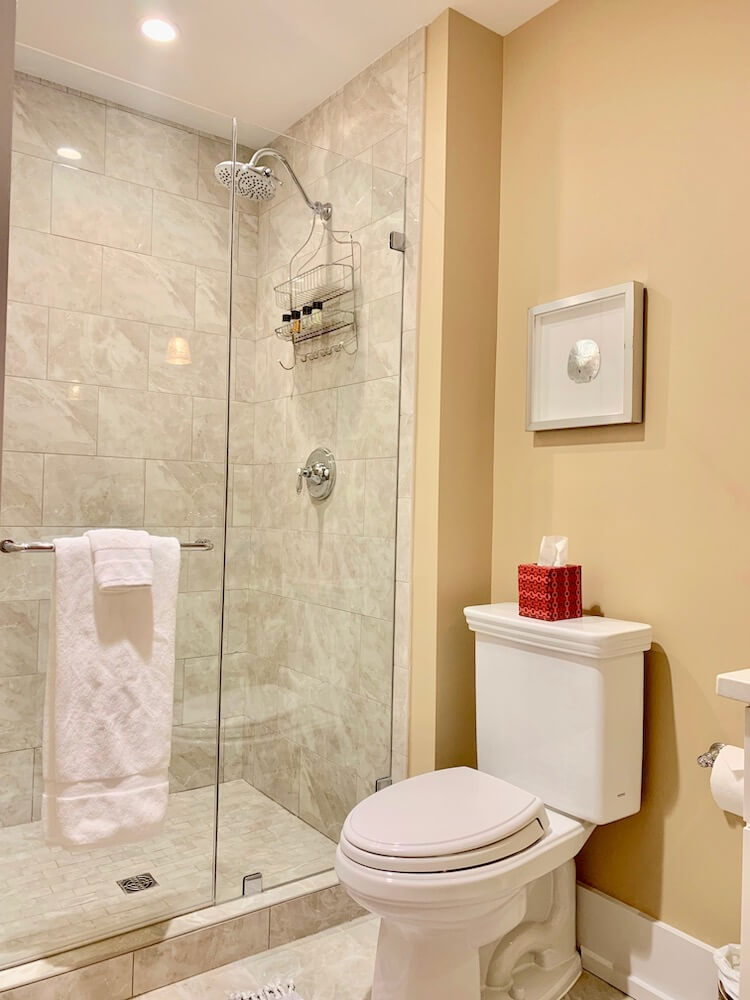 Suite 200 - Third Bathroom