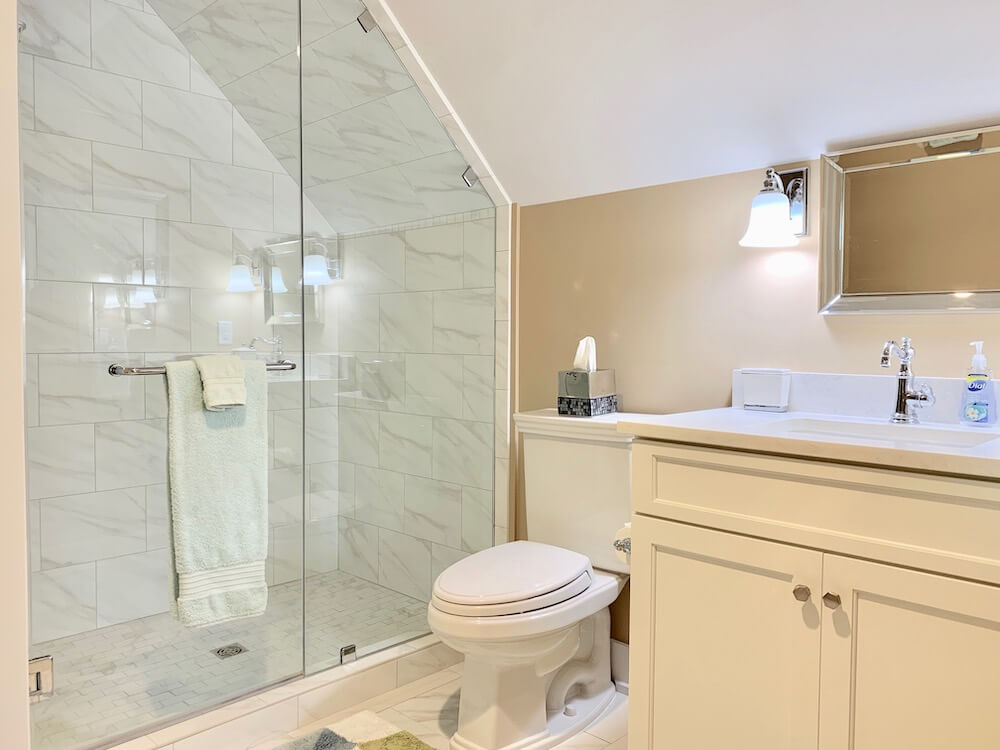 Suite 300 - Master Bathroom